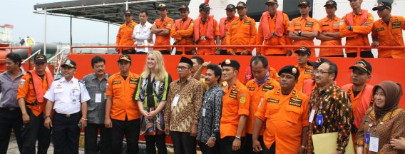 Minister Schultz visits Building with Nature in Indonesia